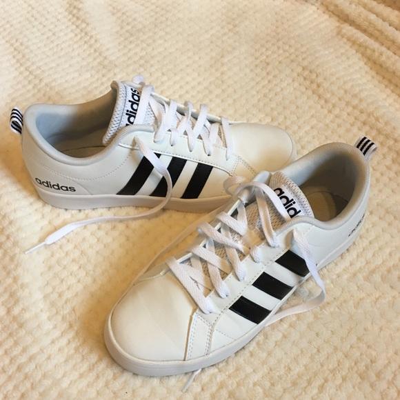 920edb50b391b EUC Adidas shoes size 8 womens